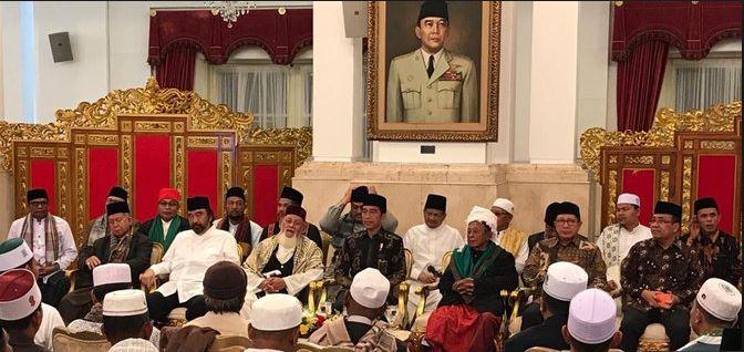 Surya Paloh bersama Ulama Aceh temui Jokowi di Istana Negara.