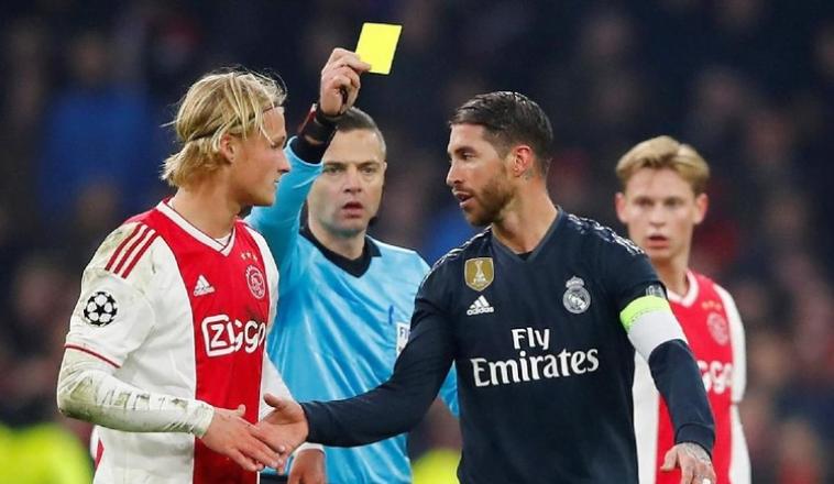 Kartu kuning Sergio Ramos.