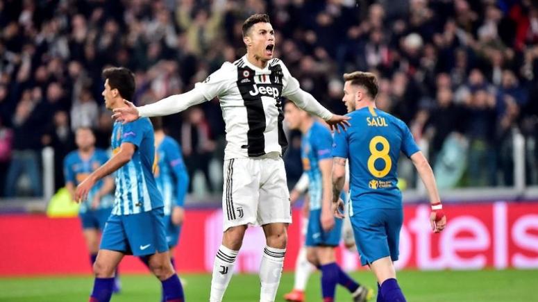 Selebrasi Ronaldo usai cetak hat-trick.