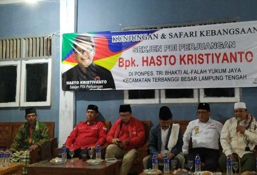Sejumlah kiai dan alim ulama mendeklarasikan dukungan untuk pasangan nomor urut 01, Jokowi - Ma'ruf Amin, pada Pilpres 2019 dalam acara di Ponpes Tri Bhakti Al Falah Yukum Jaya, Lampung Tengah, Jumat (1/3/2019).