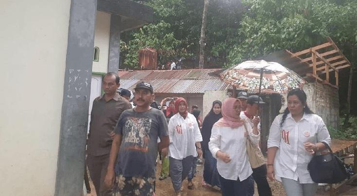 Komunitas Srikandi saat kunjungi warga Taratak, Limapuluh Kota.
