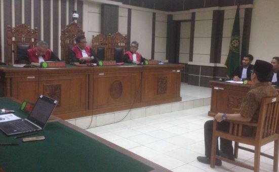 Sidang kasus suap Taufik Kurniawan.