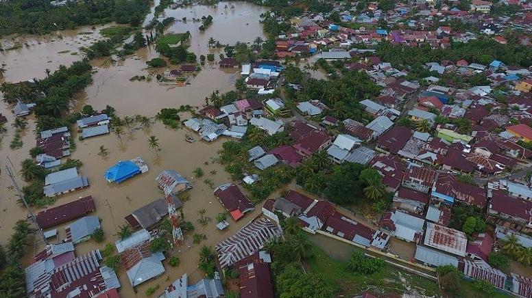 Banjir dan longsor memutuskan akses jalan dan jaringan komunikasi serta listrik di Bengkulu. (Foto: Antara)
