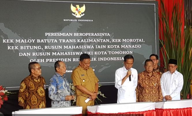 Presiden Joko Widdo saat meresmikan tiga KEK.
