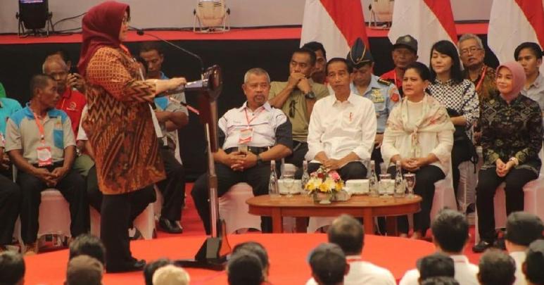 Bupati Sragen Kusdinar Untung Yuni Sukowati saat memberi sambutan di hadapan Presiden Jokowi.