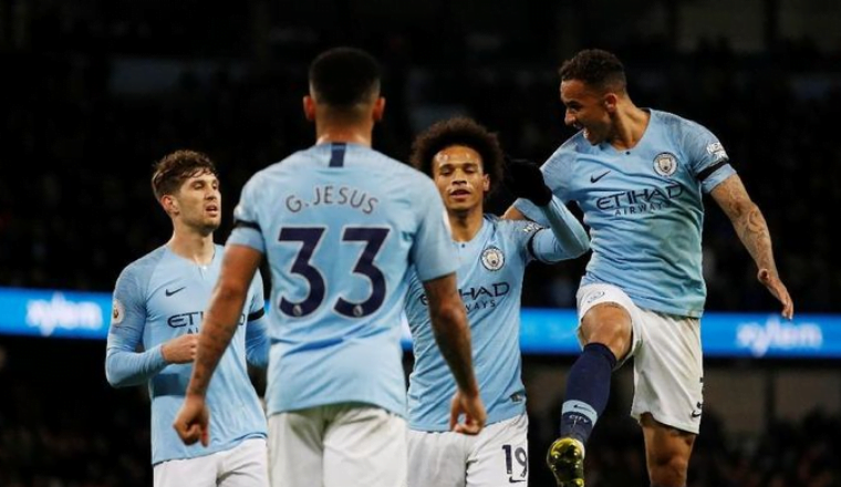 Selebrasi para pemain City usai kalahkan Cardiff.