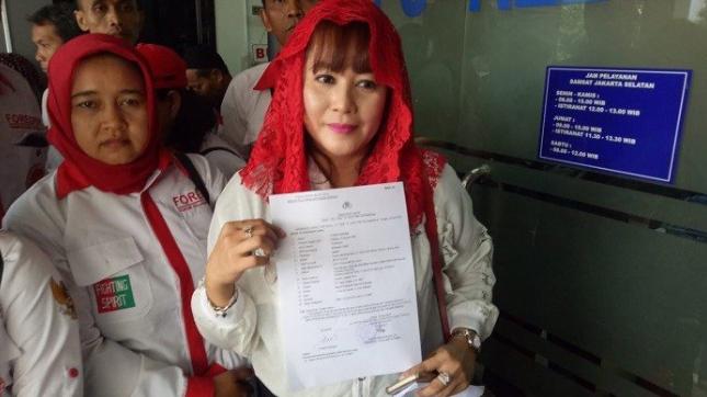 Dewi Tanjung melaporkan Eggi Sudjana ke Polda Metro Jaya atas tuduhan dugaan makar, Rabu (24/4/2019).