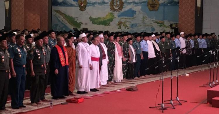 Panglima TNI Marsekal Hadi Tjahjanto dalam acara doa bersama H-2 Pemilu 2019.
