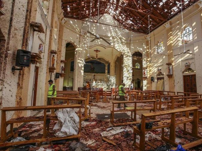 Gereja St Sebastians yang hancur terkena bom bunuh diri.