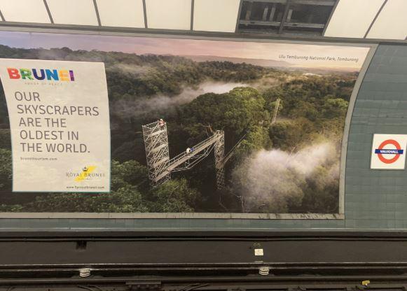 Iklan pariwisata Brunei yang dicopot di London (Twitter).
