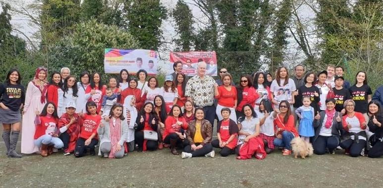 WNI yang bermukim di Hereford, Inggris Raya menggelar deklarasi dukungan untuk Jokowi-Ma;ruf.