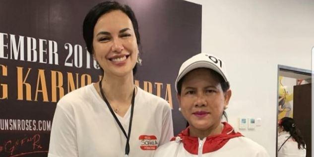 Iriana Jokowi dan Sophia Latjuba.