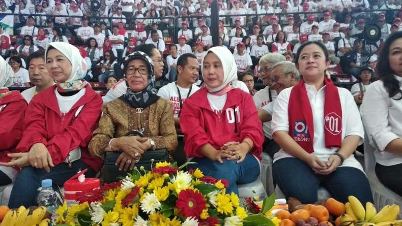 Puan Maharani saat hadiri deklarasi Alumni SMA dan kawan sekolah Iriana Jokowi di Solo.