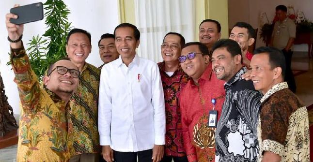 Presiden Jokowi saat menerima sejumlah pimpinan organisasi serikat buruh di Istana Bogor.