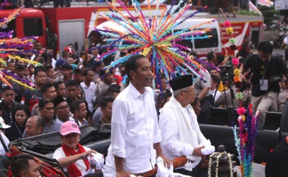 Jokowi-Ma'ruf saat kampanye di Tangerang.