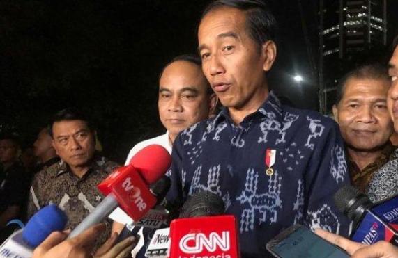 Presiden Jokowi saat berikan keterangan kepada Pers.
