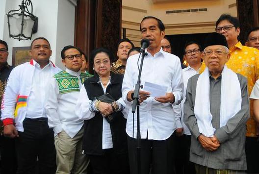 Jokowi saat memberikan penjelasan kepada media.
