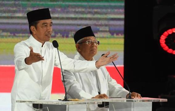 Jokowi-Ma'ruf Amin di debat Capres-Cawapres di Hotel Sultan, Sabtu (13/4/2019).