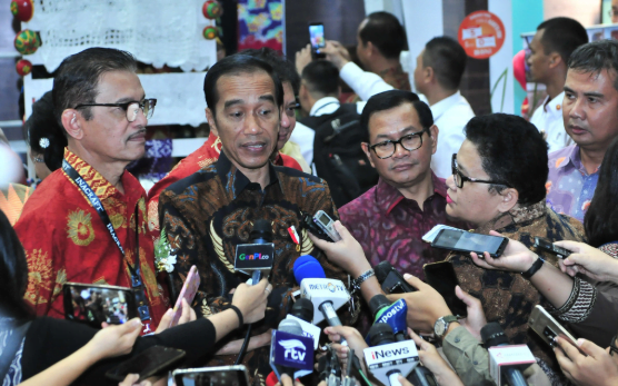 Presiden Jokowi saat berikan penjelasan kepada Wartawan.