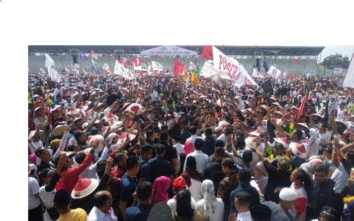 Suasana kampanye Jokowi di Karawang.