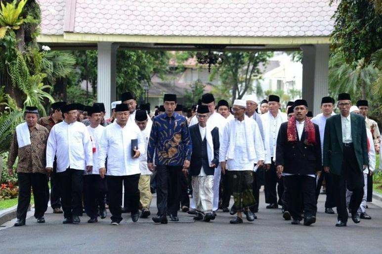 Dibandingkan lima tahun lalu, 2019 pemilih muslim beralih dukung capres Jokowi.