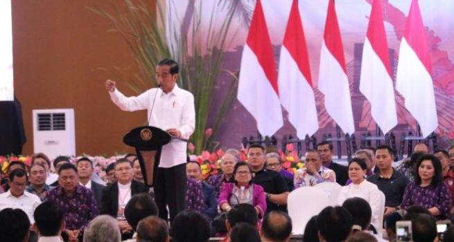 Presiden Jokowi dalam Acara Konferensi Gereja dan Masyarakat PGI di Hotel Sutanraja Minut.
