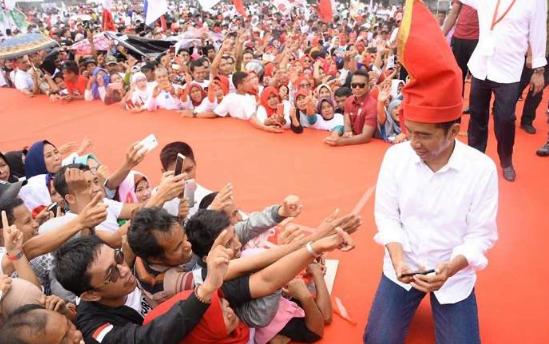 Jokowi saat kampanye di Manado.