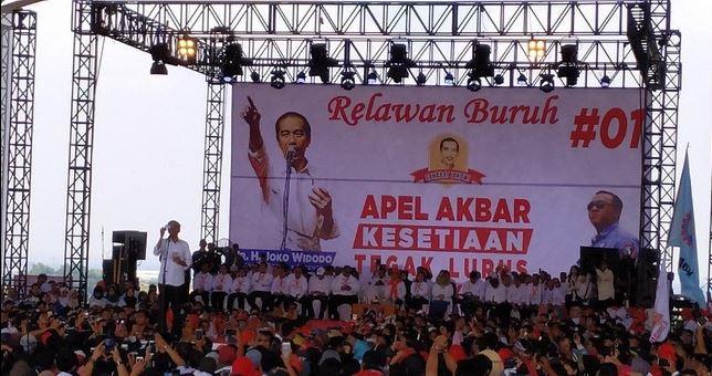 Jokowi saat pidato di Apel Akbar Kesetiaan Relawan Buruh di Balereme, Soreang, Kabupaten Bandung, Selasa (9/4/2019)