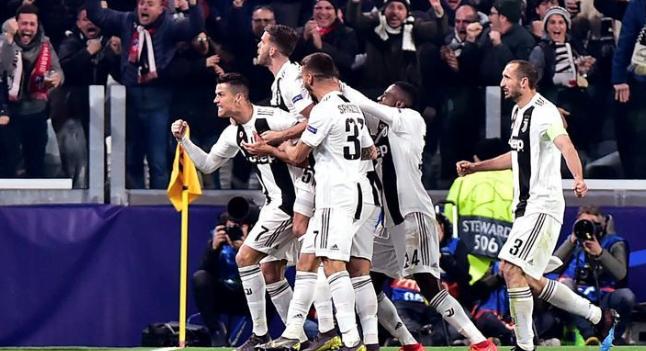 Selebrasi para pemain Juventus usai kalahkan Fiorentina 2-1.