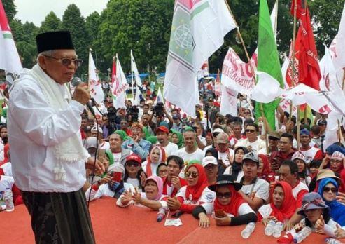Cawapres 01 Ma'ruf Amin saat menghadiri kampamye akbar di Lapangan Marzuki Mahdi, Bogor, Jawa Barat, Jumat. (Tim Kampanye Nasional Jokowi-Ma'ruf)