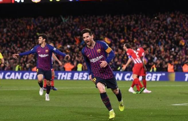Messi lakukan selebrasi usai cetak gol ke gawang Atletico Madrid.