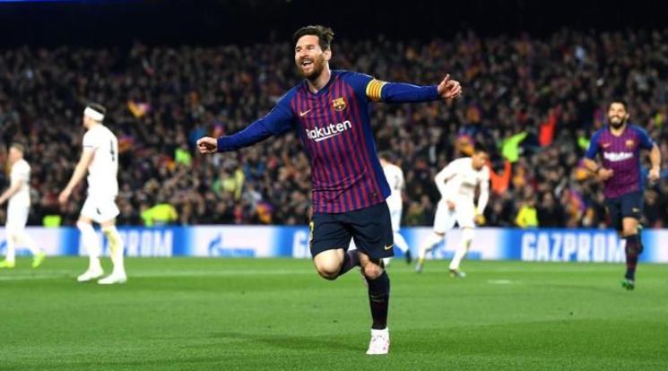 Selebrasi Messi usai cetak gol ke gawang MU.