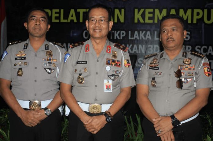 Direktur Penegakan Hukum (Dirgakum) Korps Lalu Lintas Polri, Brigjen Pol Pujiono Dulrahman (tengah).