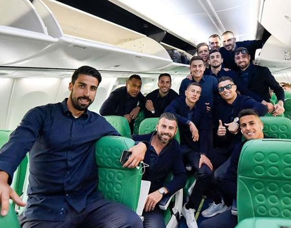 Cristiano Ronaldo dengan rekan setimnya di Juventus.