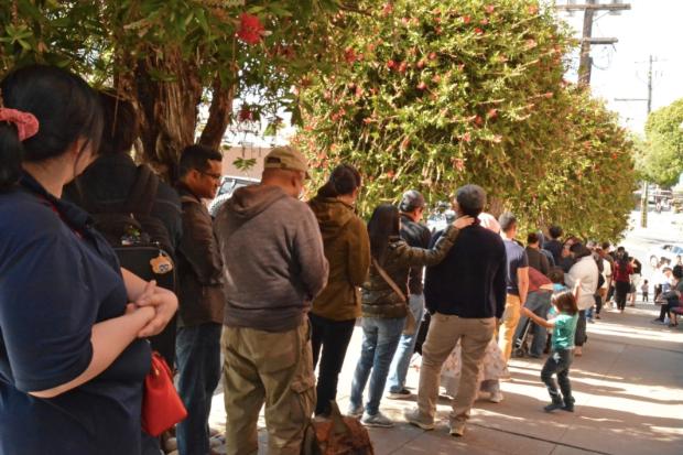WNI mengantre memberikan suara di TPS San Francisco. (Foto: KJRI San Francisco).