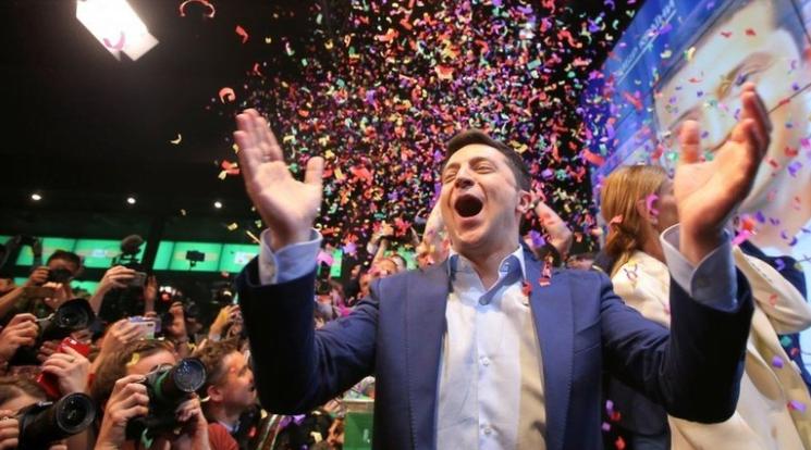 Pelawak Ukraina, Volodymyr Zelensky, diproyeksikan memperoleh lebih dari 70% suara dalam pemilihan presiden negara tersebut. (Reuters)