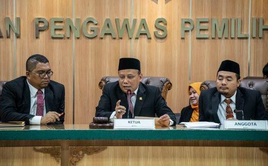 Ketua Bawaslu RI, Abhan (tengah).