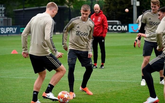 Skuat Ajax jelang menjamu Tottenham. (Foto AFP/JOHN THYS)