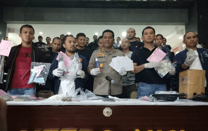 Kabid Humas Polda Metro Jaya Kombes Argo Yuwono (tengah) saat merilis penangkapan provokator rusuh penolak hasil Pemilu 2019.