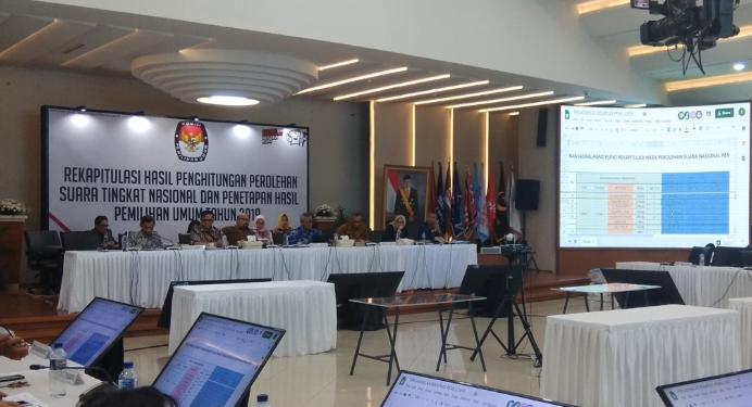 Rapat pleno rekapitulasi hasil penghitungan perolehan suara tingkat nasional dan penetapan hasil Pemilu 2019 di Kantor KPU Pusat Jakarta.