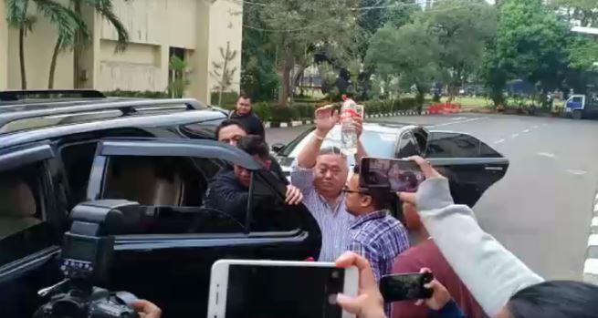 Lieus Sungkharisma saat tiba di Polda Metro Jaya.