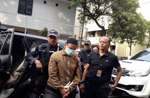 HS pengancam Jokowi saat digelandang ke Polda Metro Jaya.