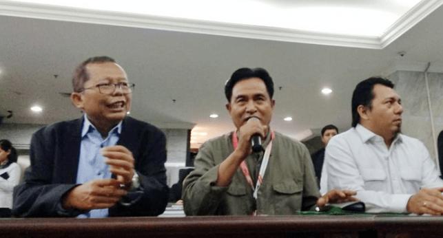 Asrul Sani dan Yusril Ihza Mahendra, saat sambangi Mahkamah Konstitusi.