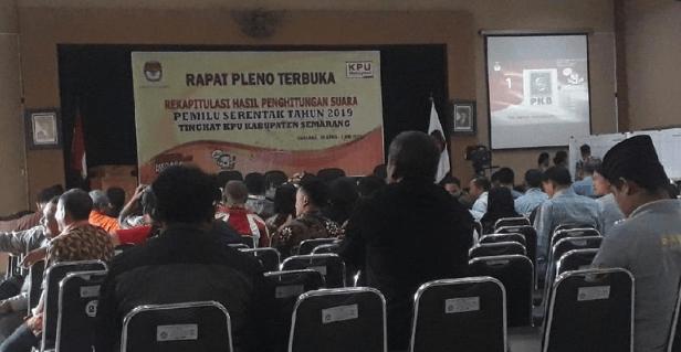 Rekapitulasi suara Pemilu 2019 di KPU Kabupaten Semarang. Foto: Dok Humas KPU Kabupaten Semarang