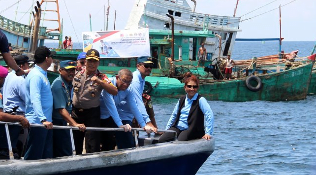 Menteri Kelautan dan Perikanan Susi Pudjiastuti memimpin langsung penenggelaman 26 Kapal Ikan Asing Ilegal di Pontianak, Kalimantan Barat, Sabtu (4/5/2019).