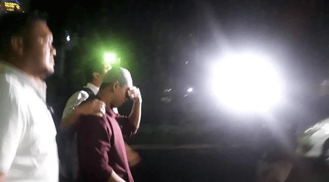 Hermawan Susanto, pemuda yang mengancam akan memenggal kepala Presiden Joko Widodo (Jokowi) digelandang polisi di Polda Metrojaya, Jakarta, Selasa dini hari (14/5/2019).
