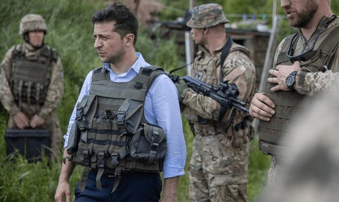 Presiden Ukraina Volodymyr Zelenskiy mengunjungi wilayah timur dekat lokasi separatis pro-Rusia di Lugansk, 27 Mei 2019. (Foto: AFP)