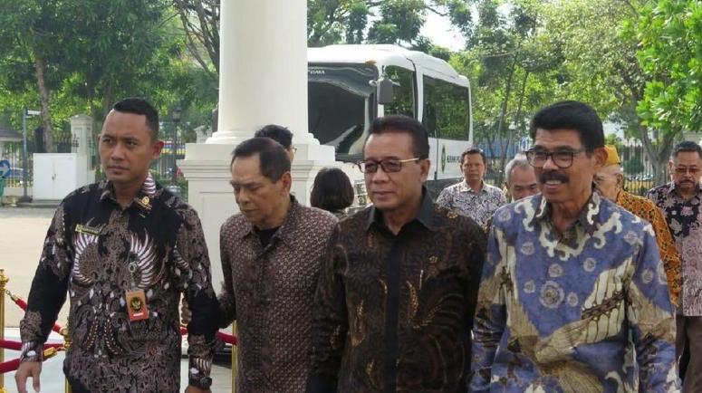 Purnawirawan TNI bersilaturahmi dengan Jokowi.