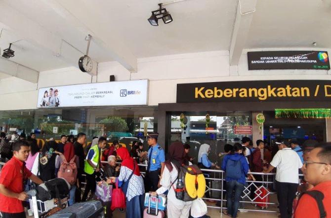 Antrean pemudik di Bandara Halim Perdana Kusuma, Jakarta.