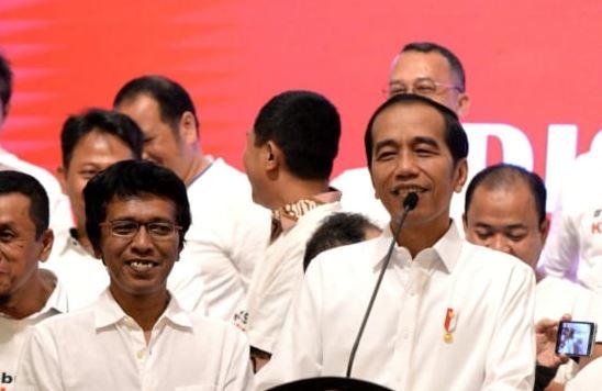 Presiden Jokowi dan Adian di acara halal bihalal aktivis'98.